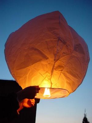 Leuchtender Heissluft-Ballon, weiß